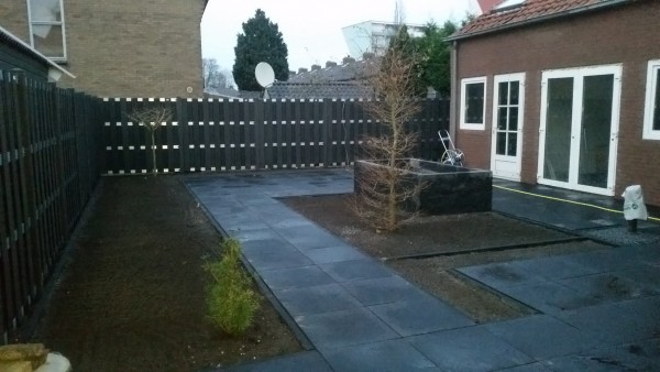 Tuin renovatie en composiet schutting