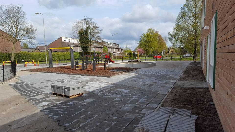 Uitbreiding schoolplein, speelplaats en aanplanten borders Elburg